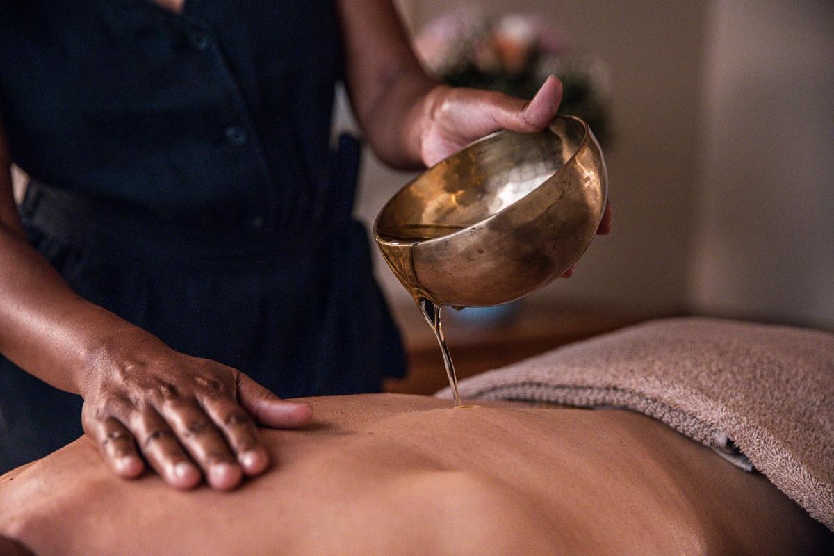 Massage relaxant avec huile